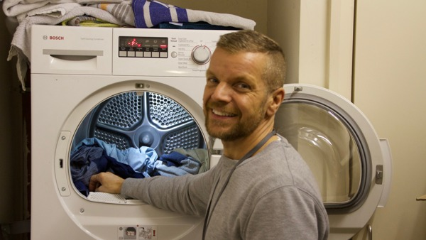 Geoff puts in a load of laundry